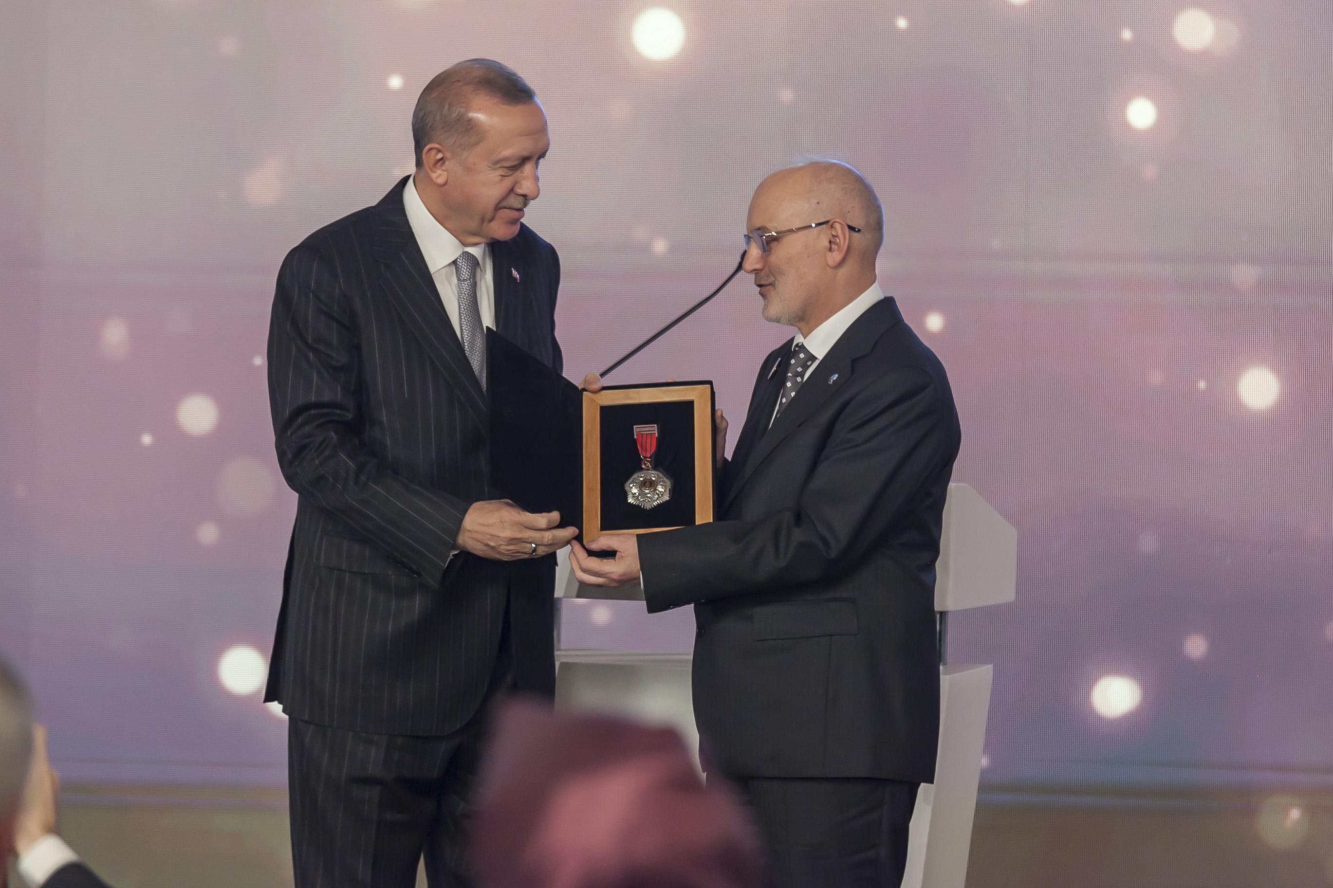 Türkiyenin Akademi Ödülleri Sahiplerini Buldu - Haberler - İlim Yayma Vakfı, İYV