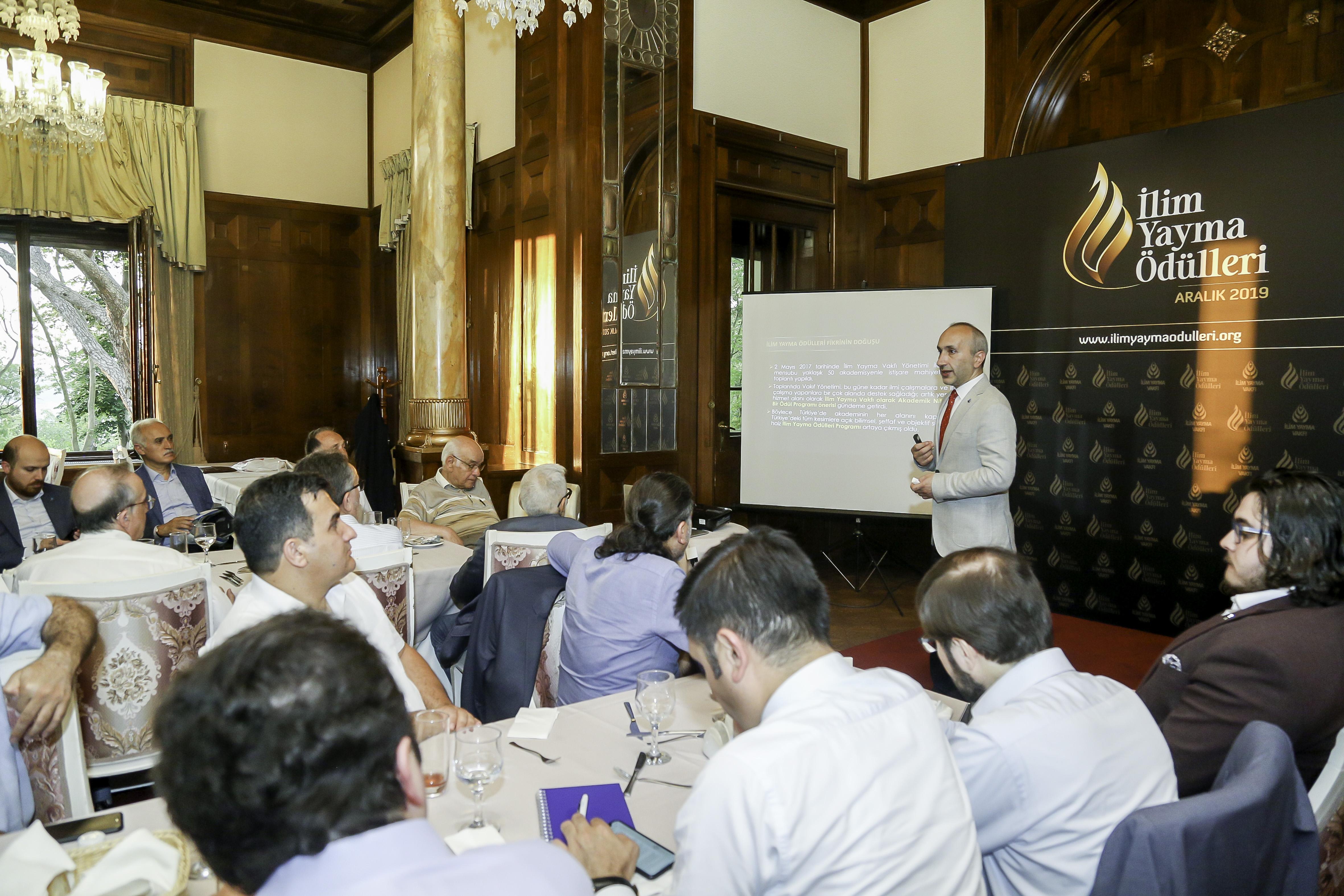 İlim Yayma Ödülleri Onur Kurulu İle İstişare Ve Tanışma Toplantısı Gerçekleştirildi - Haberler - İlim Yayma Vakfı, İYV
