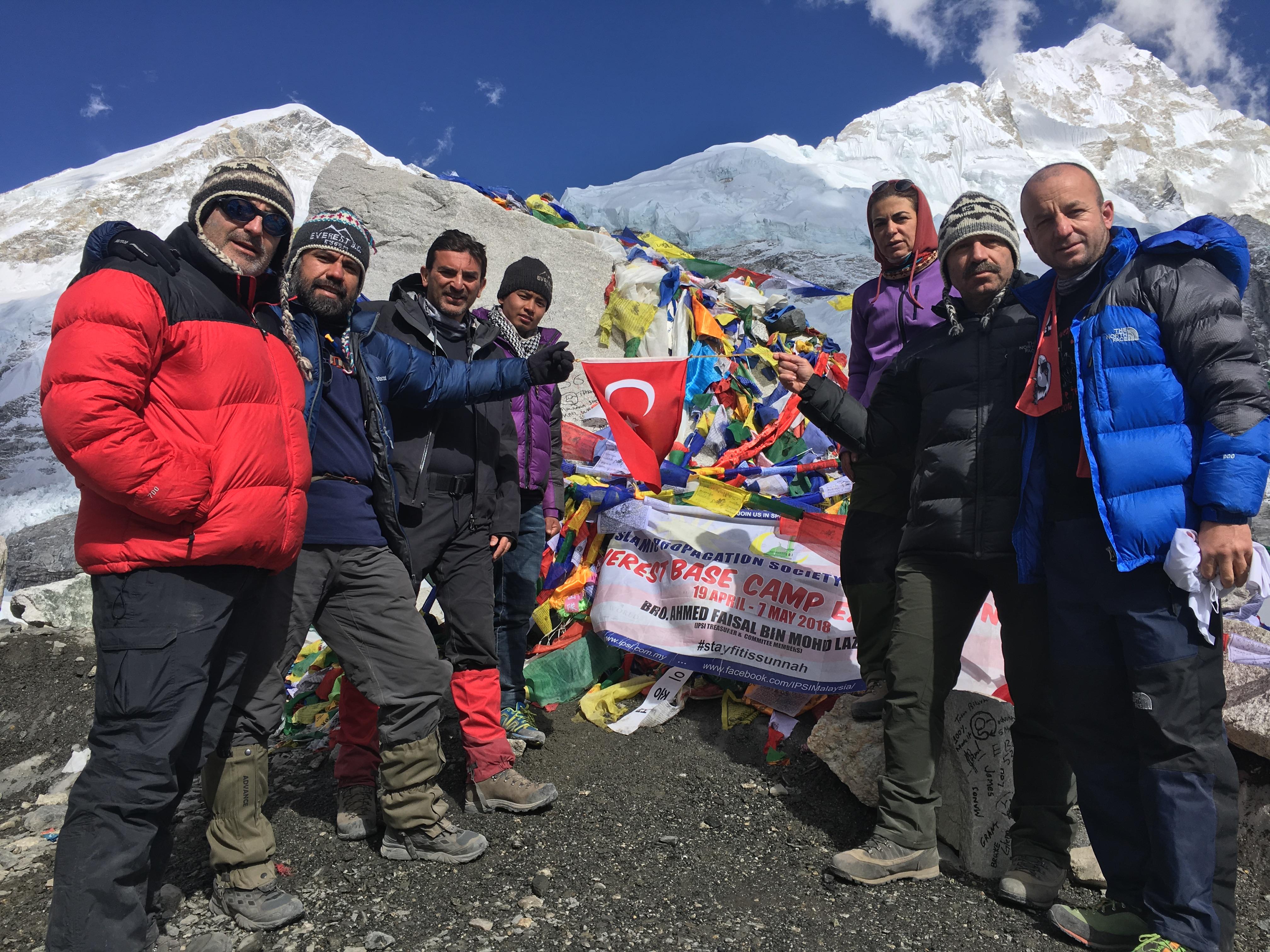 Doç. Dr. Murat Yalçıntaş Afrikanın En Yüksek Dağı Kilimanjeronun 5895 Metrelik  Zirvesine Tırmandı - Haberler - İlim Yayma Vakfı, İYV